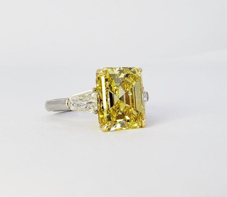 David Rosenberg 6.40ct Emerald Fancy Vivid Yellow GIA Diamond Engagement Ring For Sale 2