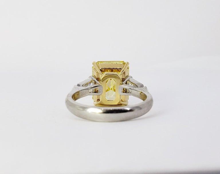 David Rosenberg 6.40ct Emerald Fancy Vivid Yellow GIA Diamond Engagement Ring For Sale 3