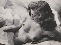 Nude reading a letter