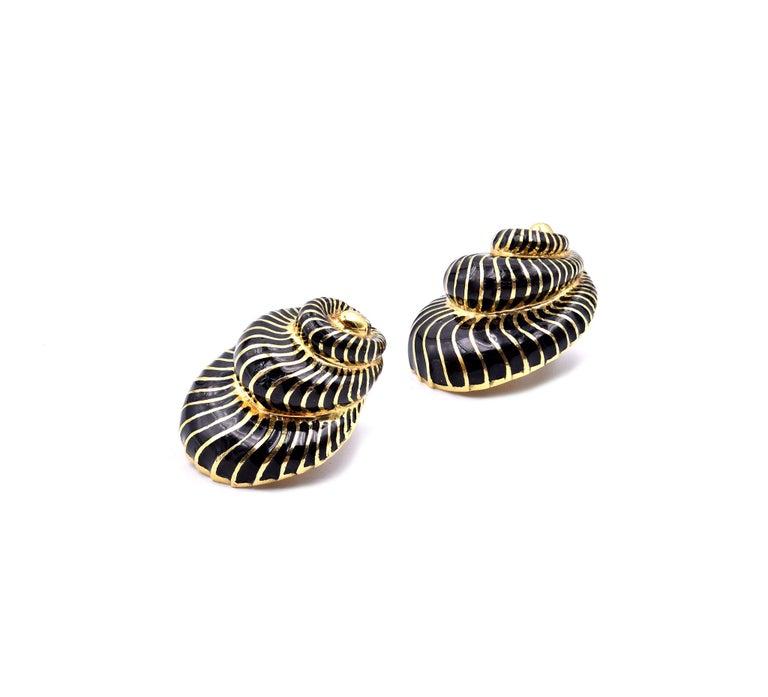 David Webb 18 Karat Yellow Gold and Black Enamel Seashell Earrings In Excellent Condition For Sale In Scottsdale, AZ