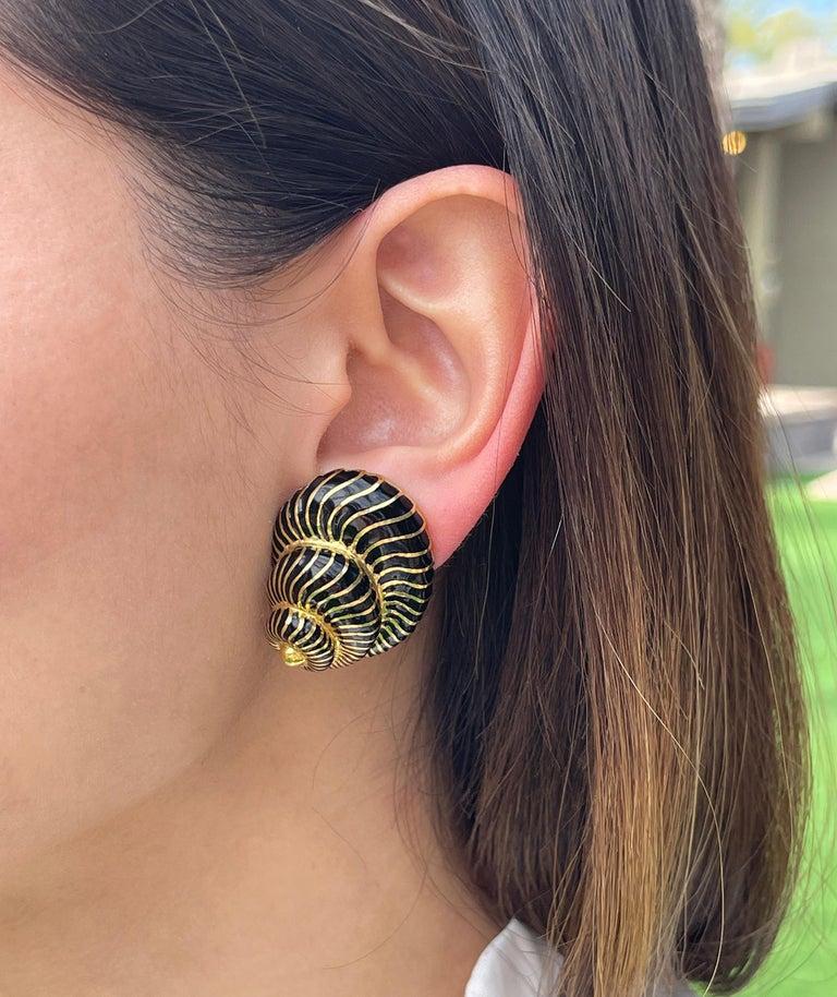 David Webb 18 Karat Yellow Gold and Black Enamel Seashell Earrings For Sale 1