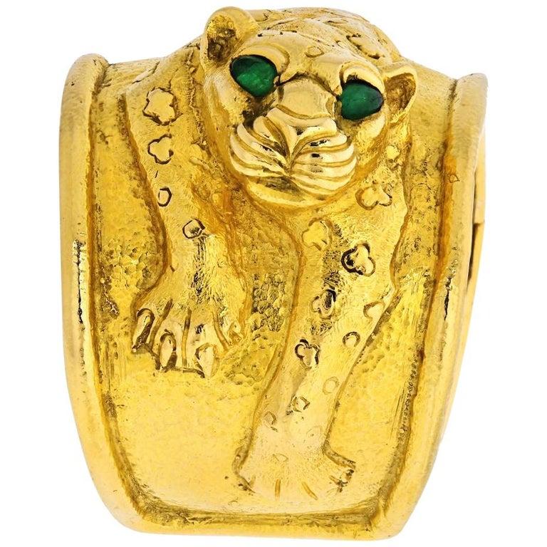 David Webb 18 Karat Yellow Gold Leopard Emerald Eye Cuff Bracelet For Sale
