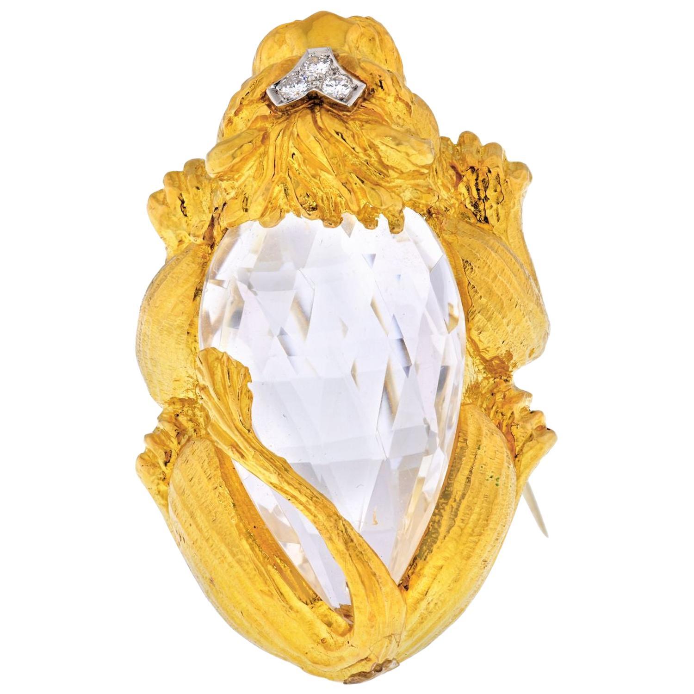 David Webb 18 Karat Yellow Gold Rock Crystal Lion Brooch Pendant