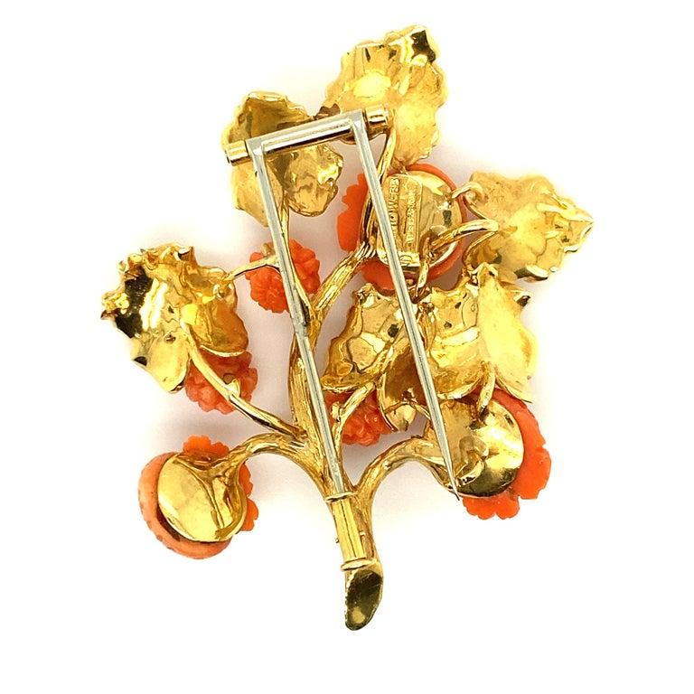 David Webb 18 Karat Gold and Carved Coral Floral Motif Brooch For Sale 1