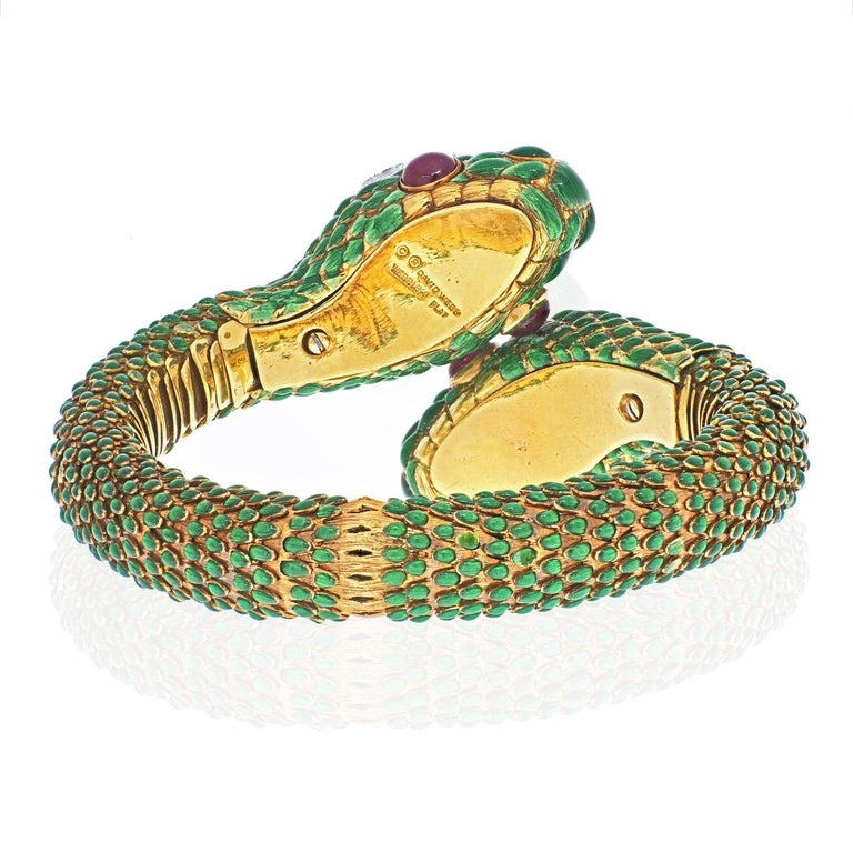 Modern David Webb 18K Yellow Gold Crossover Double-Headed Serpent Bracelet For Sale