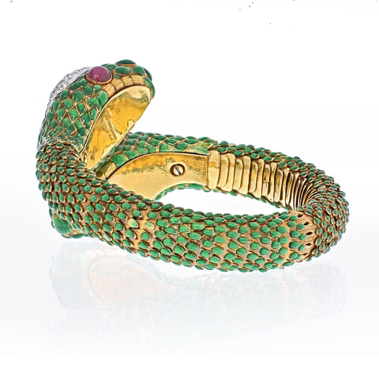 Round Cut David Webb 18K Yellow Gold Crossover Double-Headed Serpent Bracelet For Sale
