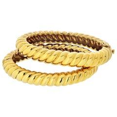 David Webb 1970s 18 Karat Yellow Gold Set of Two Twisted Bangle Bracelets