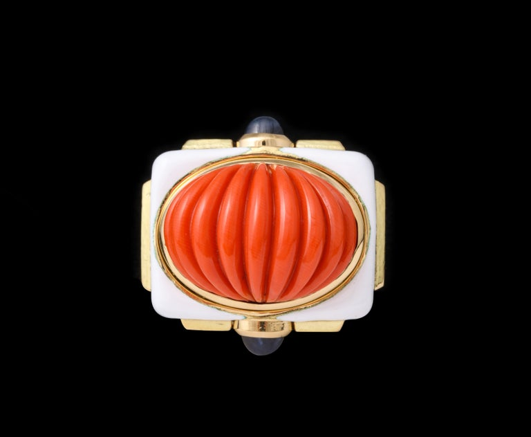 David Webb Carved Coral Cocktail Ring In Excellent Condition For Sale In New York, NY