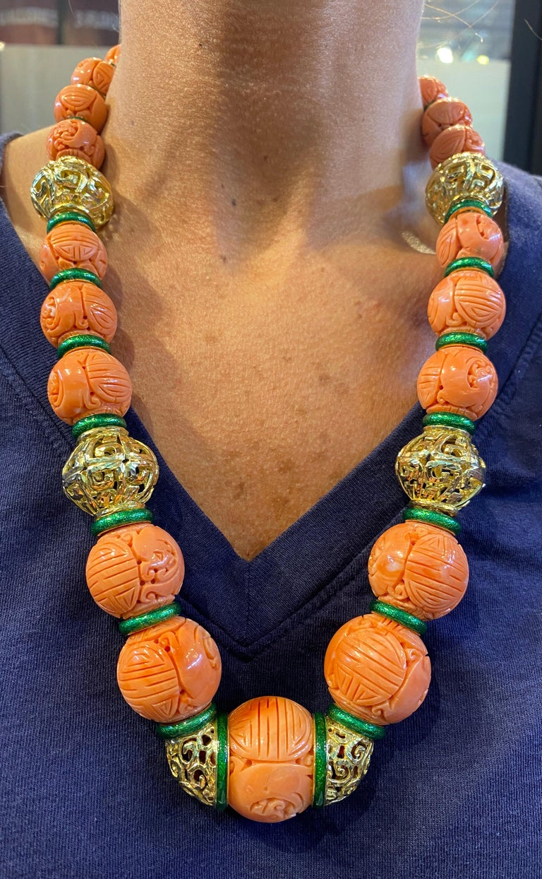 David Webb Carved Coral Necklace In Excellent Condition For Sale In New York, NY