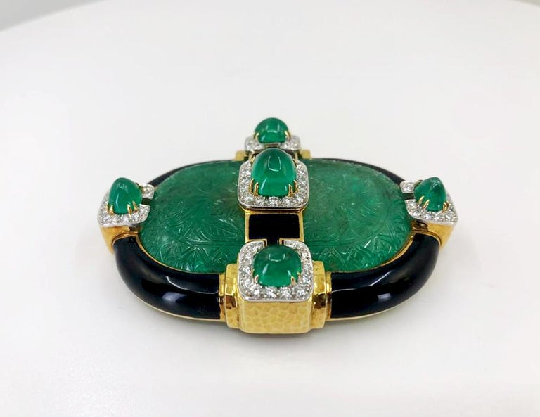 David Webb Carved Emerald Convertible Pendant Brooch In Good Condition For Sale In New York, NY
