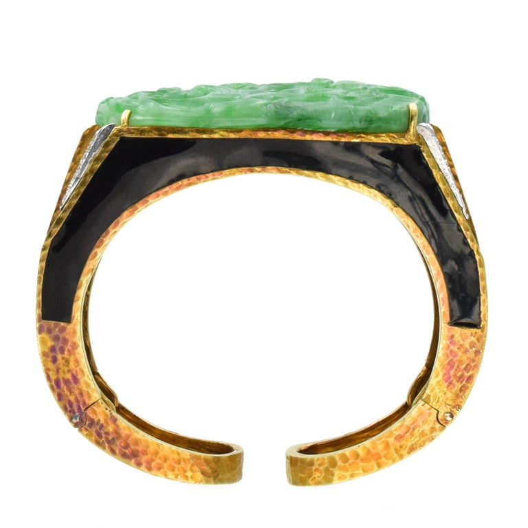 David Webb Carved Jade, Black Enamel and Diamond Cuff In Excellent Condition For Sale In New York, NY