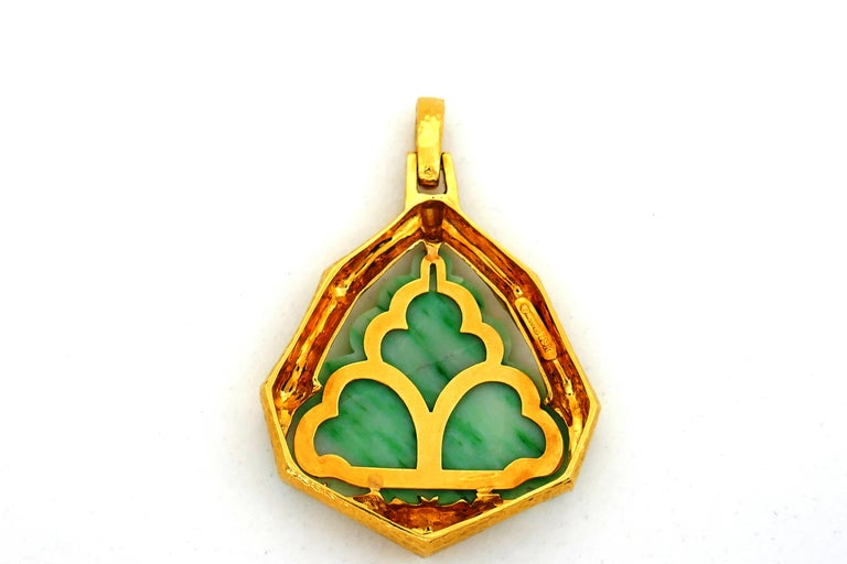 David Webb Jade Yellow Gold Pendant In Excellent Condition In Beverly Hills, CA