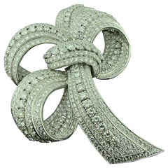 David Webb Diamond Bow design Brooch in 18 Karat White Gold and Platinum