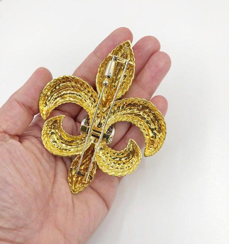Round Cut DAVID WEBB Fleur-de-Lis Diamond Detachable Brooch For Sale