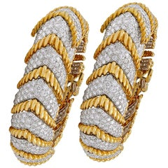 David Webb Diamond Yellow Gold Herringbone Shape Link Bracelets