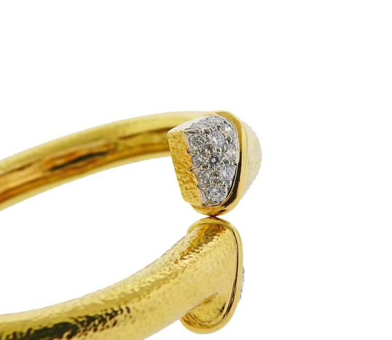 David Webb Diamond Platinum Hammered Gold Crossover Bangle Bracelet In Excellent Condition For Sale In Lahaska, PA