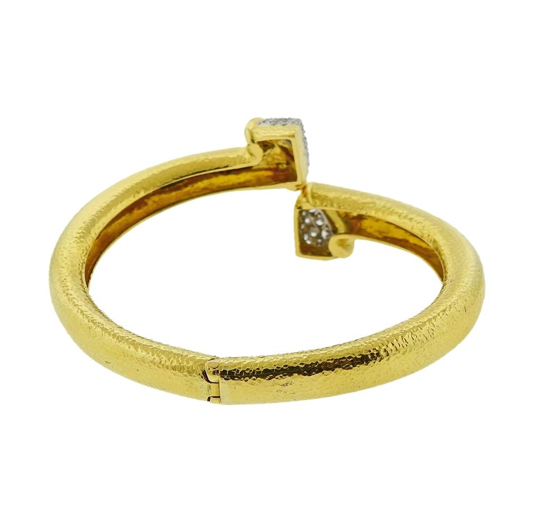 David Webb Diamond Platinum Hammered Gold Crossover Bangle Bracelet For Sale 1