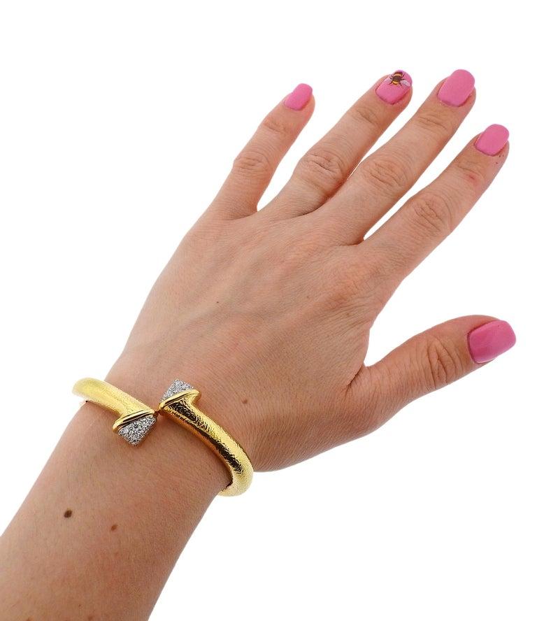 David Webb Diamond Platinum Hammered Gold Crossover Bangle Bracelet For Sale 2