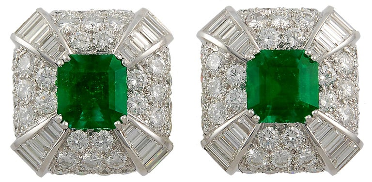 David Webb Emerald Diamond Earclips In Good Condition For Sale In New York, NY