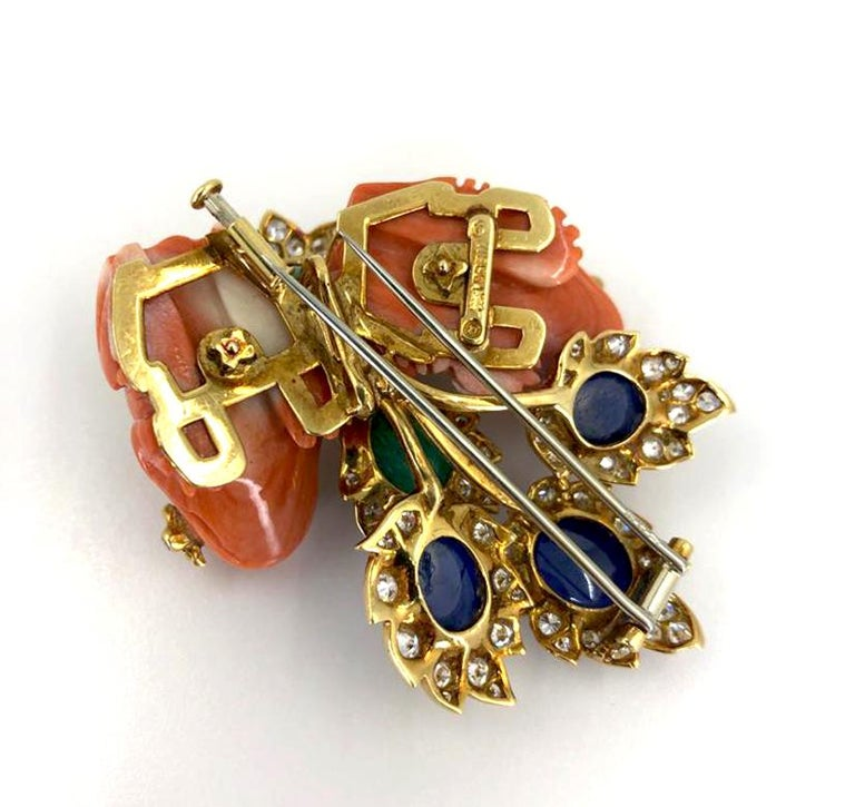David Webb Diamond Coral Cabochon Emerald Gold Frog Brooch In Good Condition For Sale In New York, NY