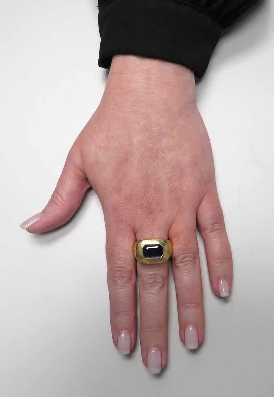 Women's or Men's David Webb GIA Certified 3.61 Carat Sapphire Ring For Sale