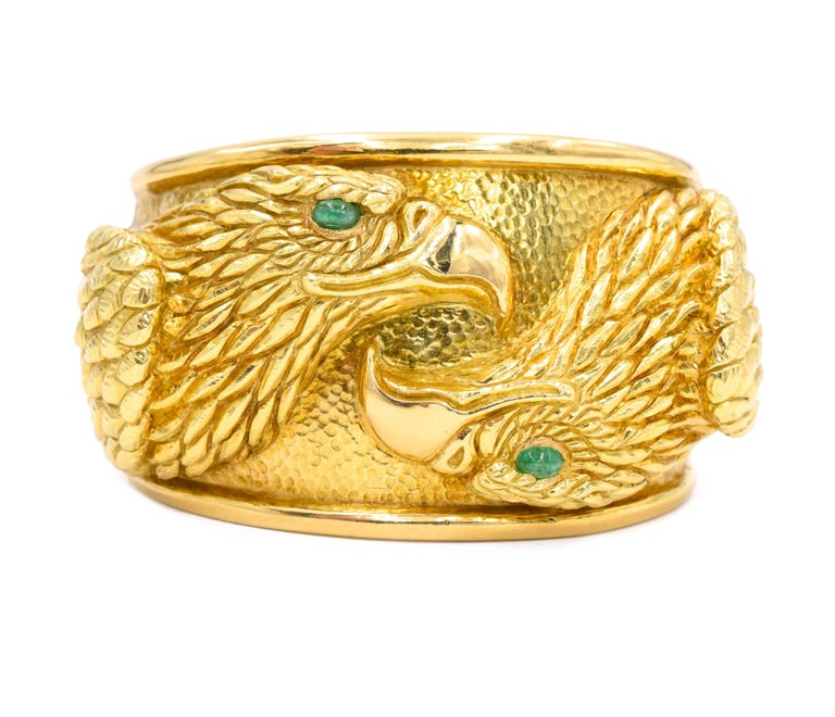 David Webb Gold and Emerald Eagle Cuff Bracelet In Excellent Condition For Sale In New York, NY