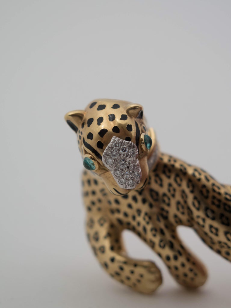 David Webb Leopard Gold Platinum Emerald Diamond Brooch Pin In Good Condition For Sale In Austin, TX