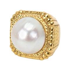 David Webb Mabe Pearl Square Hammered Gold Ring in 18 Karat Yellow Gold