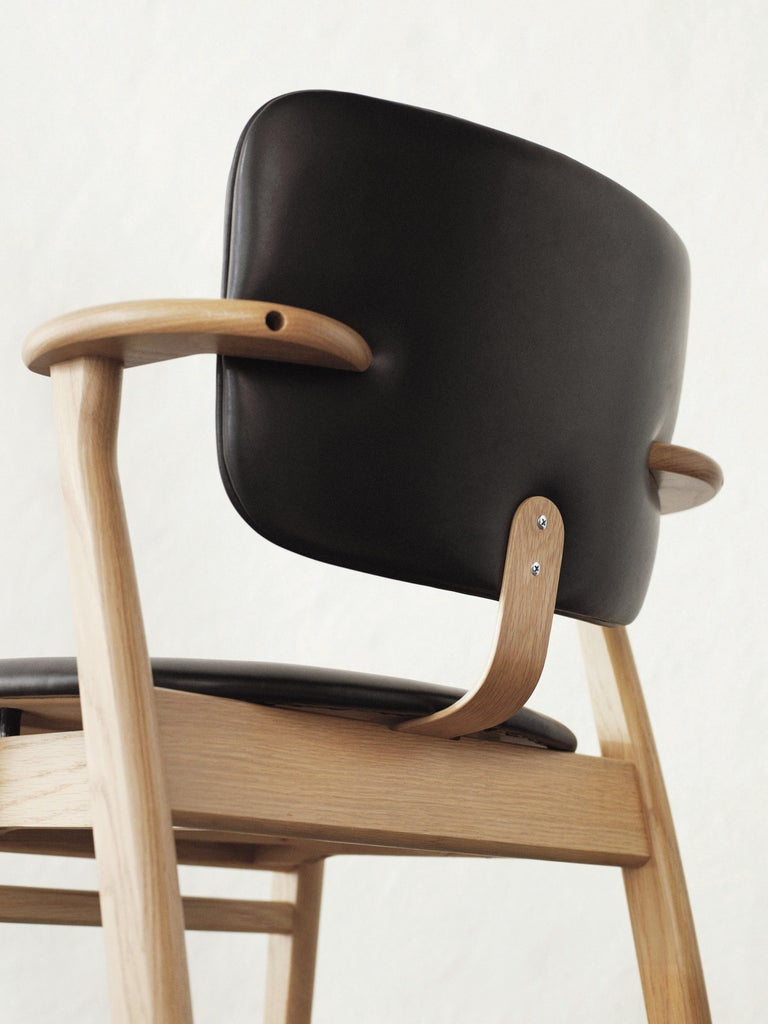 Scandinavian Modern Ilmari Tapiovaara Domus Chair in Natural Oak and Leather for Artek