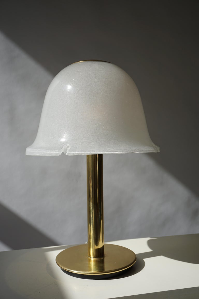 Mid-Century Modern Table Lamp in Murano Glass and Brass For Sale
