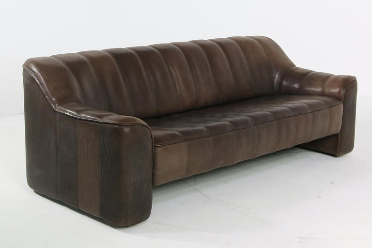 1970s Vintage De Sede DS 44 Three-Seat Buffalo Leather Sofa, Brown For Sale 3