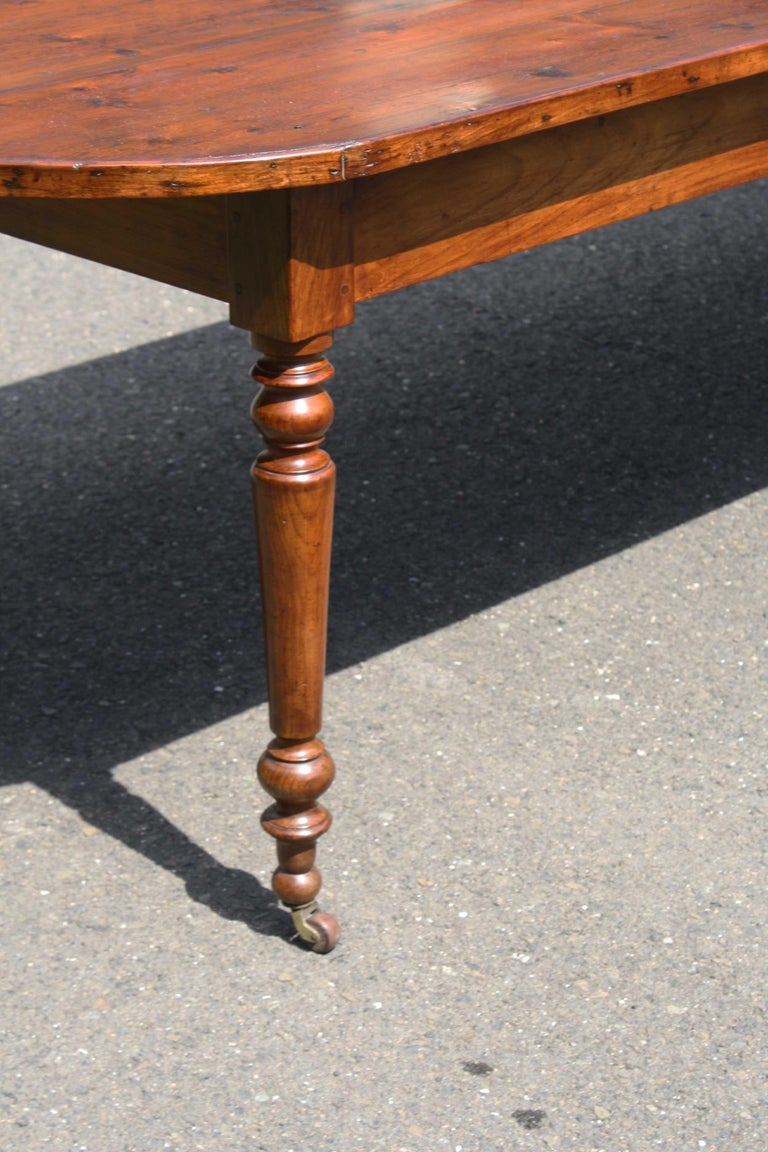 Knotted Pine Planked 'Demi-Ended' Farm Table For Sale 2
