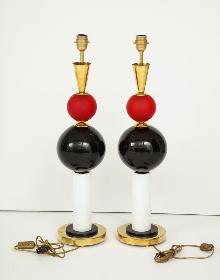 Unique Pair of Tall Red, White and Black Murano Glass and Brass Lamps, Italy For Sale 4