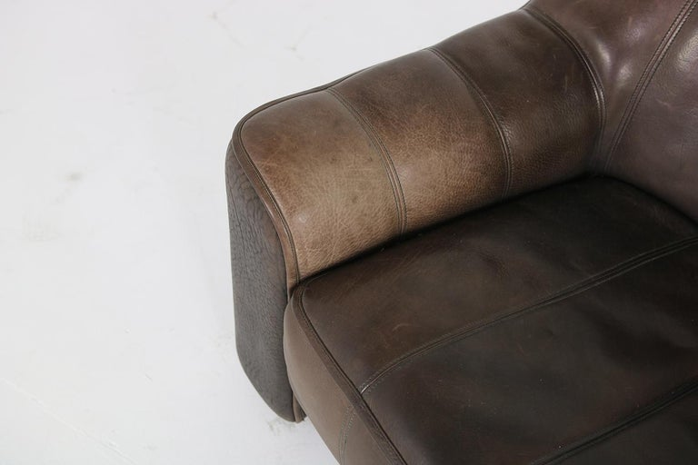 1970s Vintage De Sede DS 44 Three-Seat Buffalo Leather Sofa, Brown For Sale 4