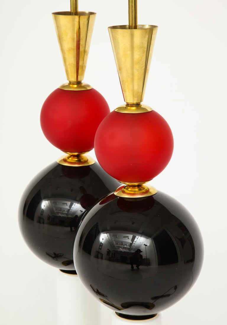 Unique Pair of Tall Red, White and Black Murano Glass and Brass Lamps, Italy For Sale 5