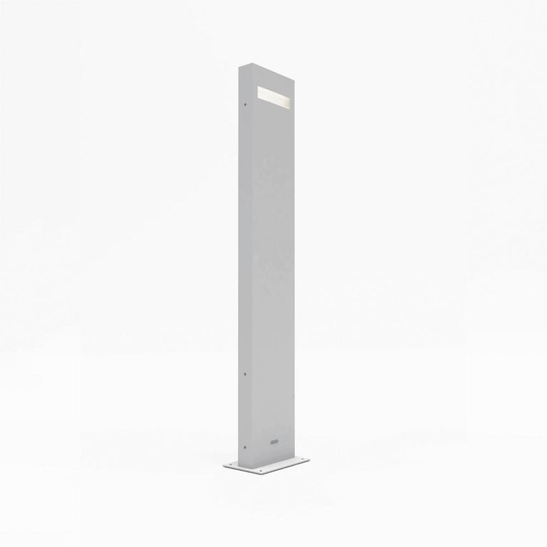 Nuda is defined by its bare minimalism.  When used in linear sequences, Nuda creates a strong sense of light guidance along residential or commercial paths.  Materials: Body in aluminum. UV resistant diffuser in shock resistant polycarbonate. Ground