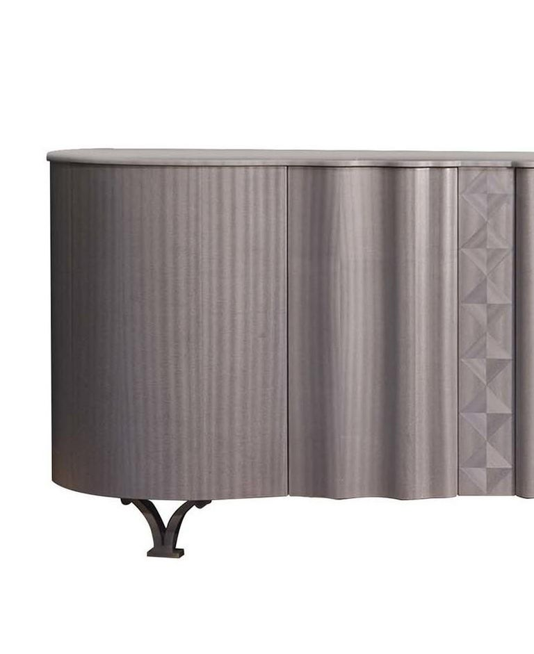This sideboard is a standout object of functional decor for storing and displaying that will imbue any home with opulence and refined sophistication. Its Silhouette combines round volumes and straight lines for a sensual and elegant effect. Crafted