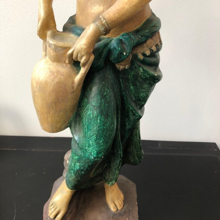 Particular plaster statue of a woman made in Italy in the first half of the 20th century, good conditions overall.