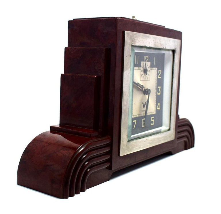 Very attractive 1930s Art Deco bakelite clock with a very distinctive Odean streamline shape. Originating from France this wonderful clock is the epitome of Art Deco with its fabulous shaped case. Condition is excellent, aside the bezel which does