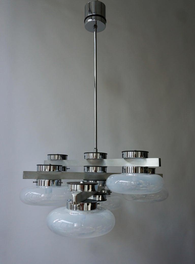 Italian Murano glass chandelier. Diameter 76 cm. Height fixture 29 cm. Total height 100 cm. Six E14 bulbs.