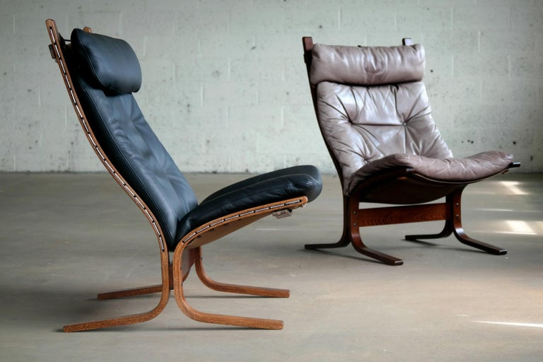Mid-Century Modern Pair of Leather Easy Chairs Model