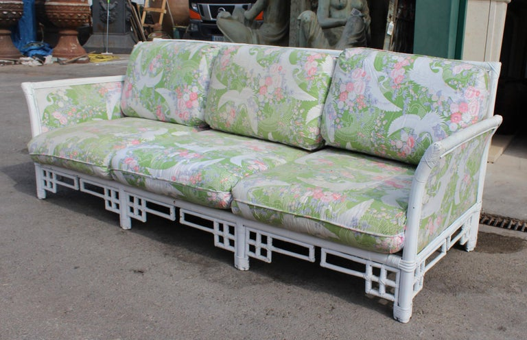 1980s Spanish Bamboo Three-Seat Sofa with Original Upholstery In Good Condition For Sale In Malaga, ES