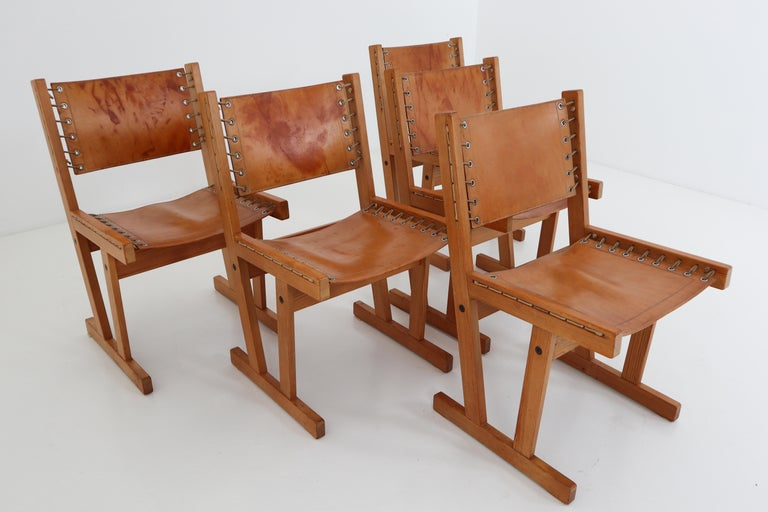 Mid-Century Modern Midcentury Safari Chairs in Thick Cognac Saddle Leather and Solid Pine Wood For Sale