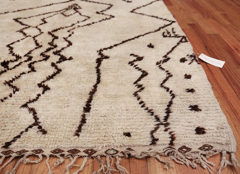 Mid-Century Modern Tribal Vintage Moroccan Rug. Size: 5 ft 5 in x 12 ft 3 in (1.65 m x 3.73 m) For Sale