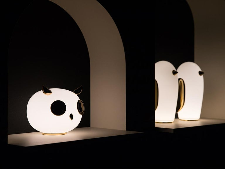 Dutch Moooi Purr Table Lamp in White Opal Glass and Gold Painted Ceramic For Sale