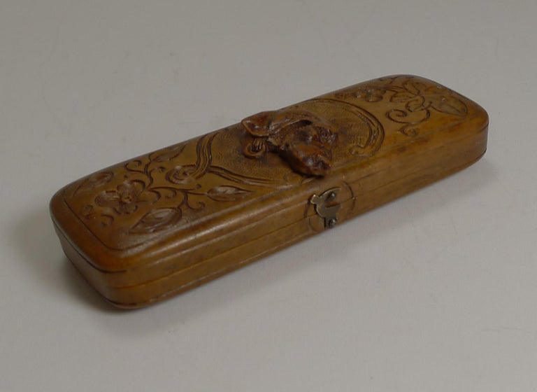 Rare Antique Black Forest Travel Thermometer Carved Dog, circa 1900 In Excellent Condition For Sale In London, GB
