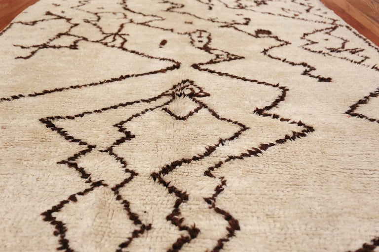 Hand-Knotted Tribal Vintage Moroccan Rug. Size: 5 ft 5 in x 12 ft 3 in (1.65 m x 3.73 m) For Sale