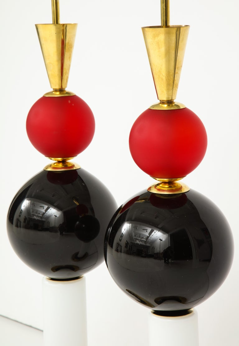 Hand-Crafted Unique Pair of Tall Red, White and Black Murano Glass and Brass Lamps, Italy For Sale