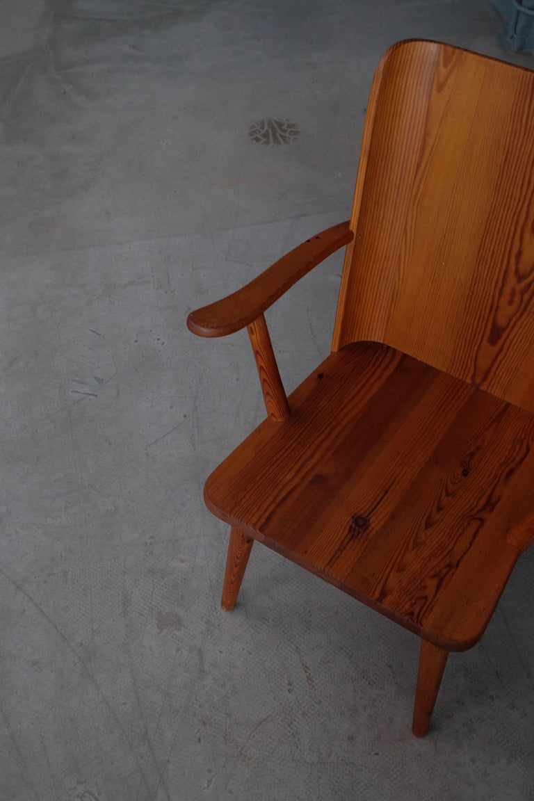 Mid-20th Century Rare Pair of Swedish Pine Chairs by Göran Malmvall, 1950s For Sale