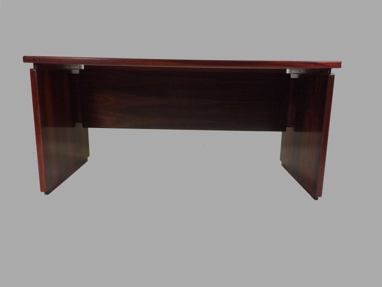 1990s Excecutive Desk in Rosewood by Bent Silberg for Bent Silberg Mobler In Excellent Condition For Sale In Knebel, DK